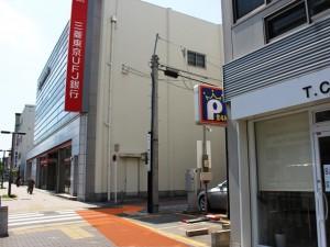 三菱東京UFJ銀行覚王山支店手前の角の写真